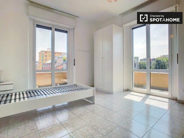 Stanza in affitto in appartamento con 2 camere da letto a San Giovanni, Milano