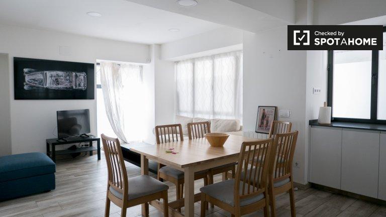 Slick 5-pokojowe mieszkanie do wynajęcia w Moncloa, Madryt