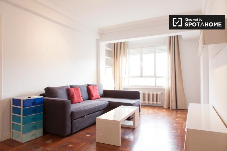 Modern 2-bedroom, 2-bathroom apartment near metro for rent in Salamanca
