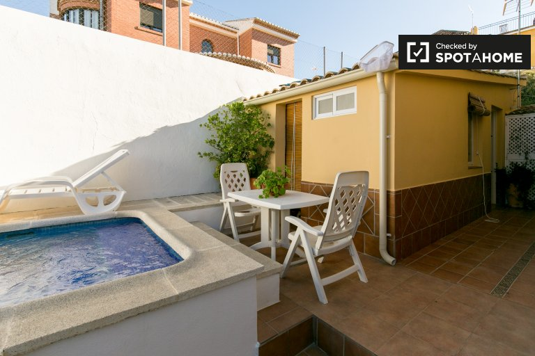 Cozy studio apartment with pool for rent in Huétor Vega