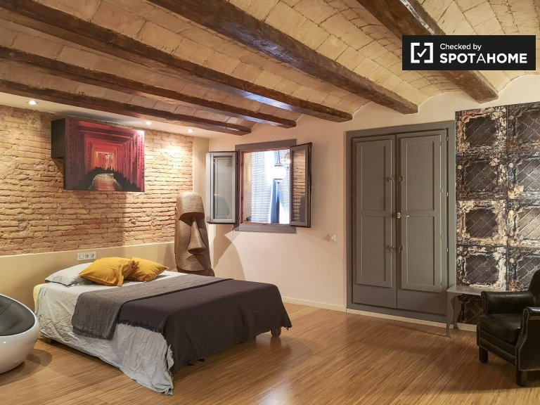 Chic studio apartment to rent in El Raval, Barcelona