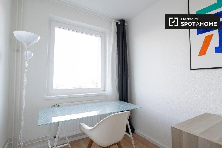 Camera in affitto in appartamento con 4 camere da letto a Treptow