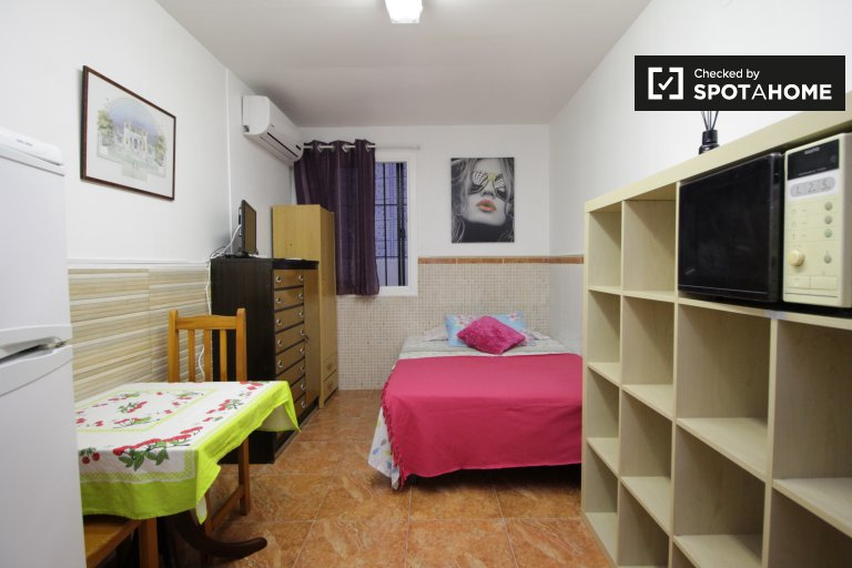Compact studio apartment for rent in Hospitalet de Llobregat
