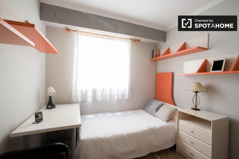 Pokój do wynajęcia w apartamencie z 3 sypialniami w Mislata w Walencji