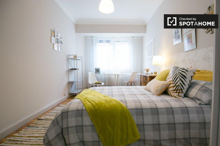 Cozy room in 4-bedroom apartment in Deusto, Bilbao