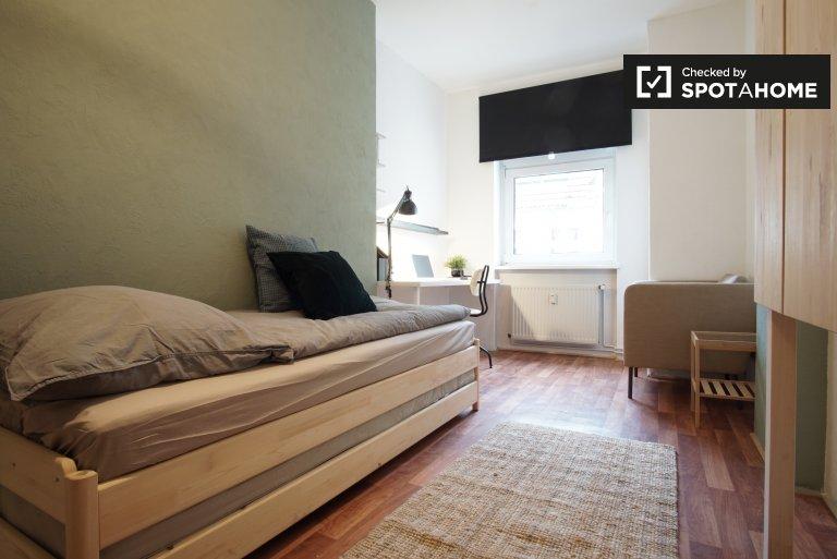 Room For Rent In 5 Bedroom Apartment, Wedding, Berlin