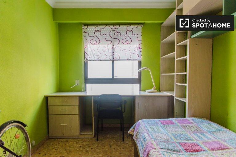 Room for rent in 3-bedroom apartment in Benimaclet, Valencia