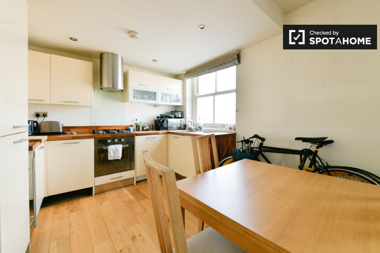 3-bedroom flat to rent in Tower Hamlets, London