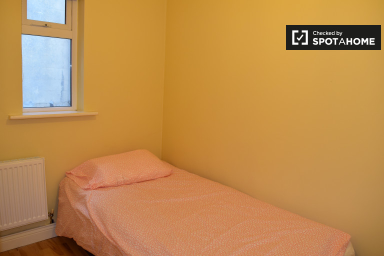 Single Bed in Cozy rooms to rent in large houseshare in Drumcondra