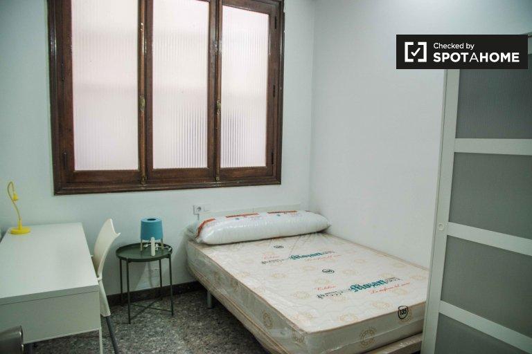 Acogedora habitación en un apartamento de 10 habitaciones en Ciutat Vella, Valencia