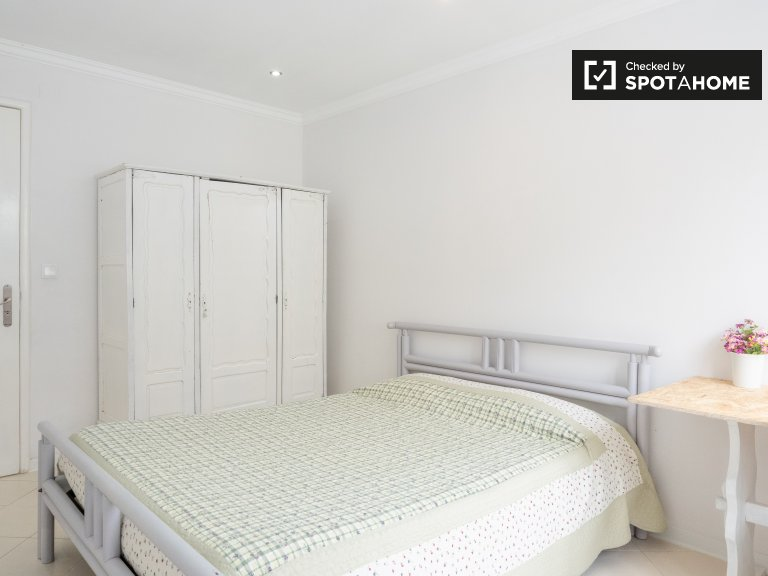 Room to rent in spacious 6-bedroom house in Setúbal, Lisbon