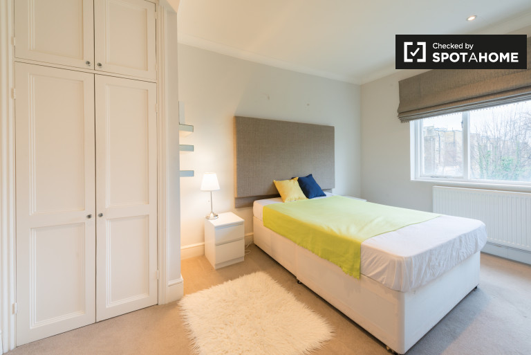 Bedroom 4 - double bed and ensuite