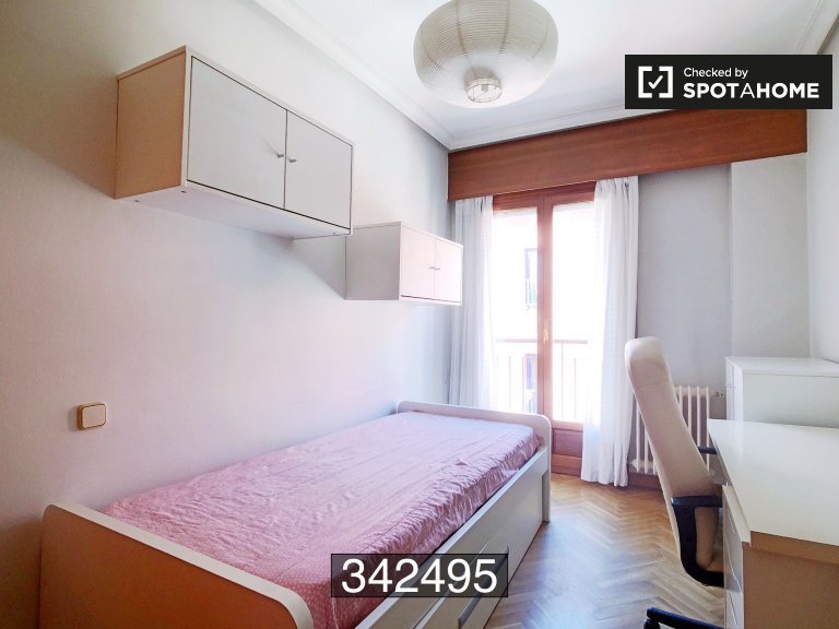 Cosy room in 3-bedroom apartment in La Latina, Madrid
