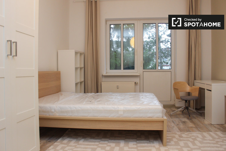 Double Bed in Rooms for rent in luminous 2-bedroom apartment in Adlershof