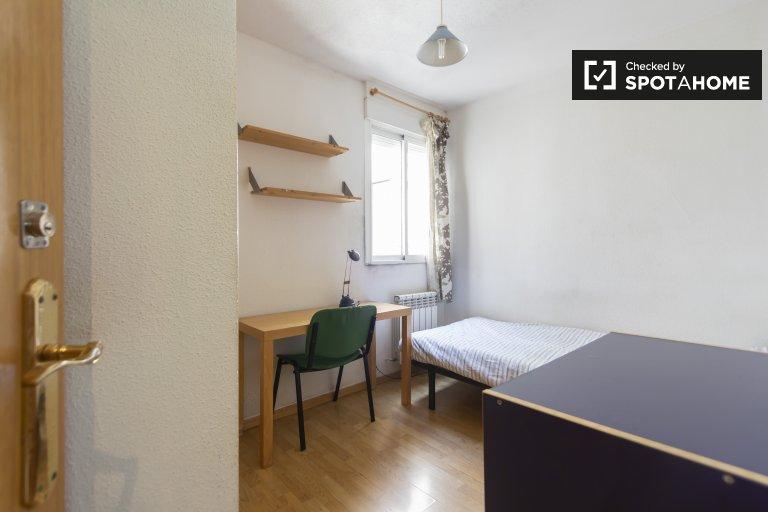Przytulny pokój do wynajęcia w Aluche, Madryt