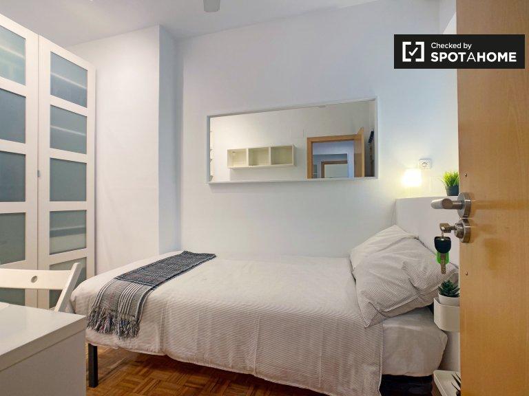 Einzelzimmer zu vermieten, 4-Zimmer-Wohnung, Imperial, Madrid