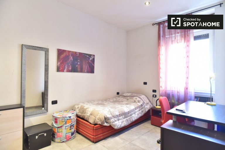 Pokój do wynajęcia w apartamencie z 2 sypialniami w San Giovanni, Rzym