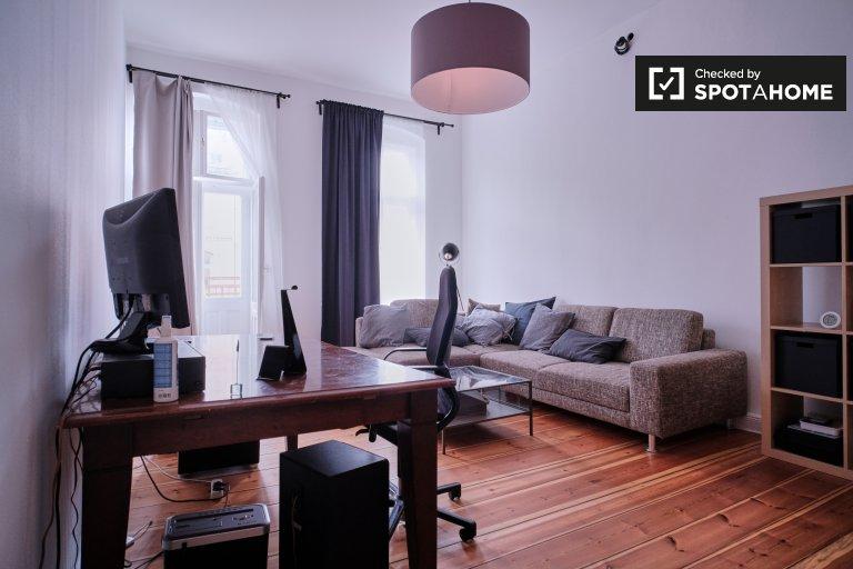 Moderne Wohnung mit 3 Schlafzimmern zu vermieten in Neukölln