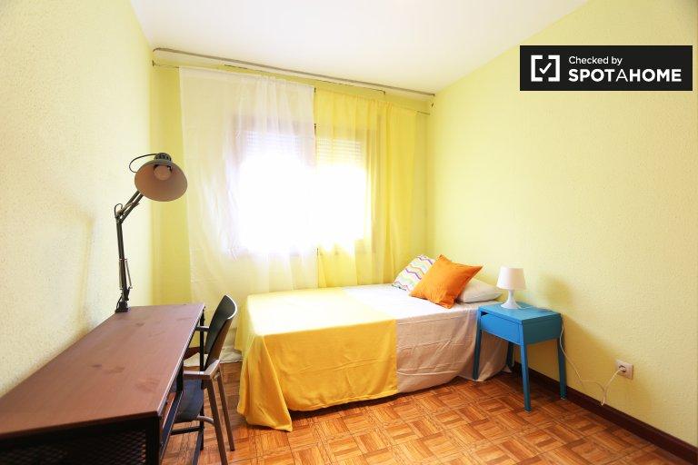 Bright room 5-bedroom apartment Puerta del Ángel Madrid