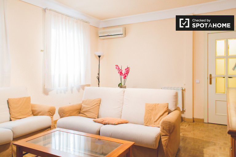 Big 3-bedroom apartment for rent in Tetuán, Madrid