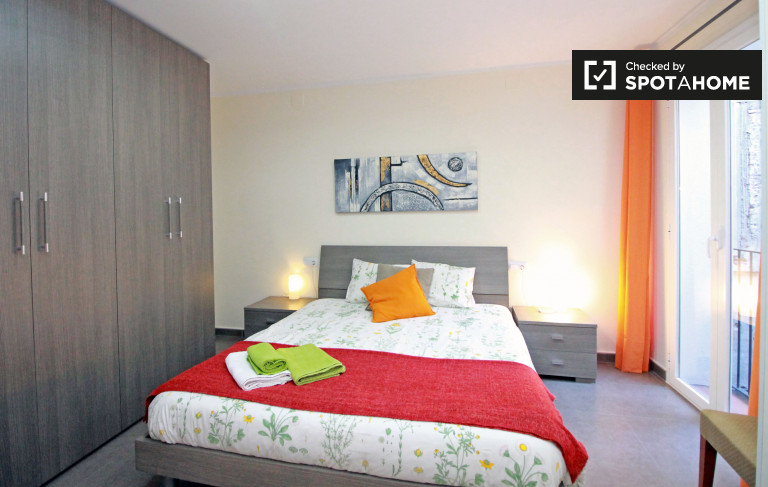 Classic room in 3-bedroom apartment in El Raval, Barcelona