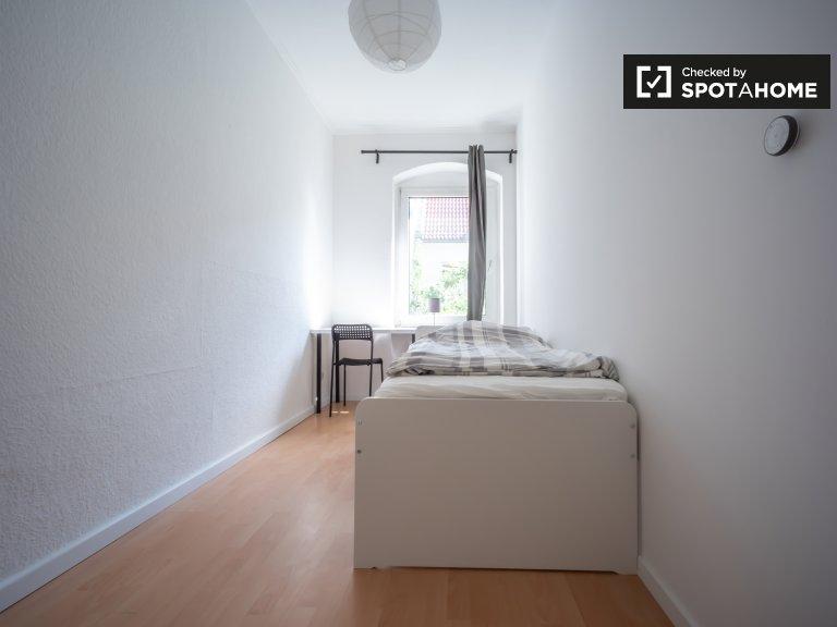 Przytulny pokój w apartamencie z 5 sypialniami w Neukölln w Berlinie