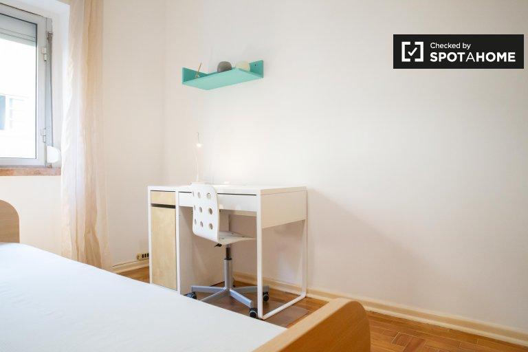 Moscavide'de 3 yatak odalı dairede aydınlık oda