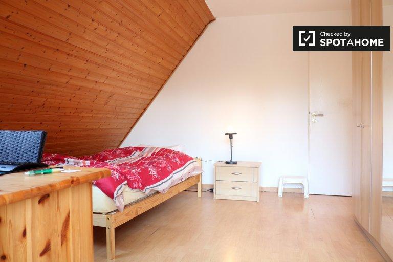 Pokój do wynajęcia w domu z 4 sypialniami w Spandau, Berlin