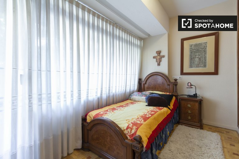 Lovely room for rent in Prosperidad, Madrid