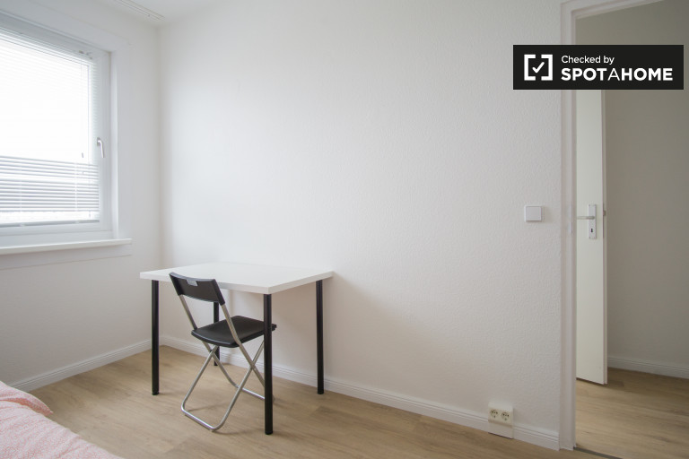 Light room in 5-bedroom apartment in Lichtenberg, Berlin