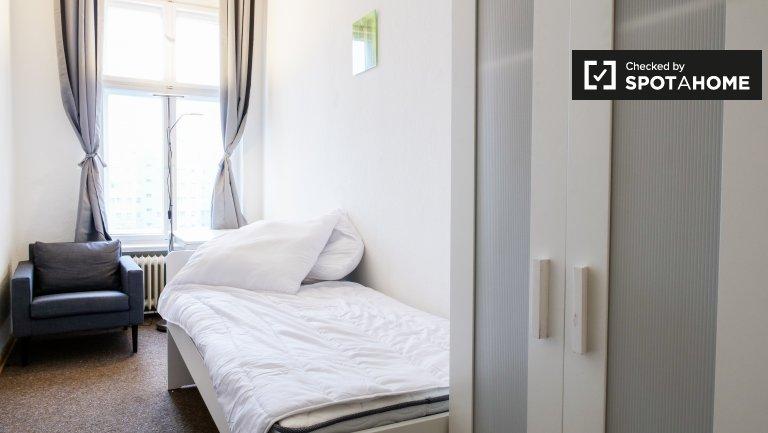 Przytulny pokój do wynajęcia w apartamencie z 4 sypialniami, Mitte, Berlin