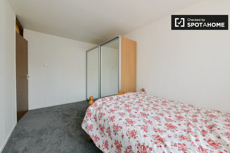 Linda habitación para alquilar en una casa de 2 dormitorios en Tottenham en Londres