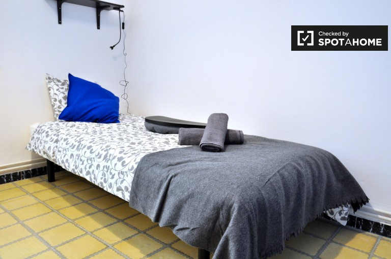 Great room in 4-bedroom apartment in Poblenou, Barcelona