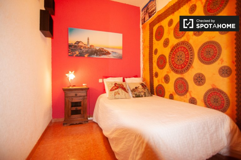 Comfy room for rent, 2-bedroom apartment, Lavapies, Madrid