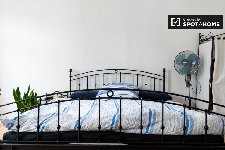 Piękny pokój do wynajęcia w apartamencie z 3 pokojami w Mitte