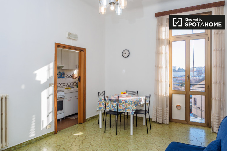 Bright 1-bedroom apartment with AC for rent - Bicocca, Milan