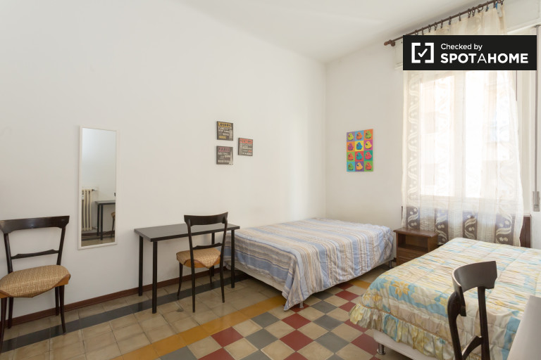 Chambre partagée en appartement de 2 chambres à Stadera, Milan