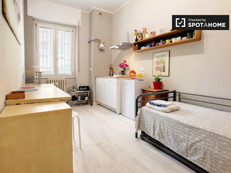 Studio semi-indépendant dans un appartement de 2 chambres à Barona, Milan