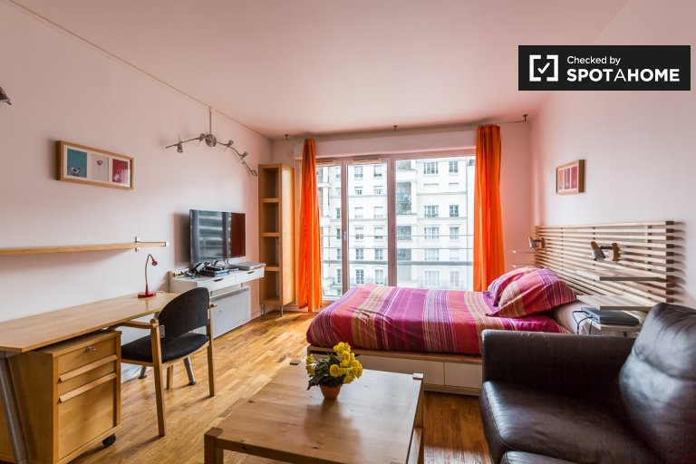 Sunny studio apartment for rent near university in Courbevoie