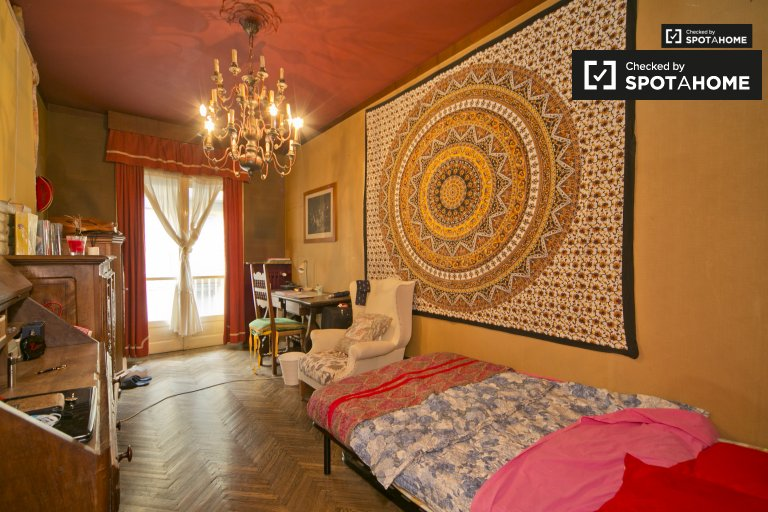 Spacious room for rent in Vanchiglia, Turin