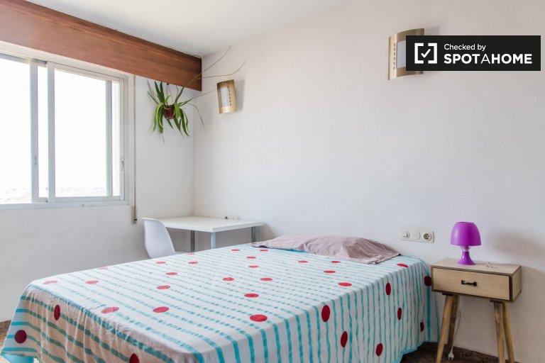 Room in 5-bedroom apartment in Quatre Carreres, Valencia