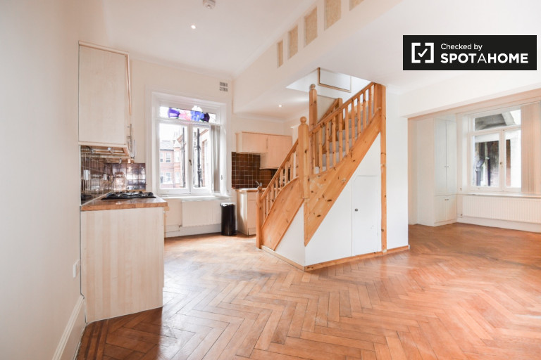 Gorgeous 2-bedroom apartment to rent near underground station in Swiss Cottage