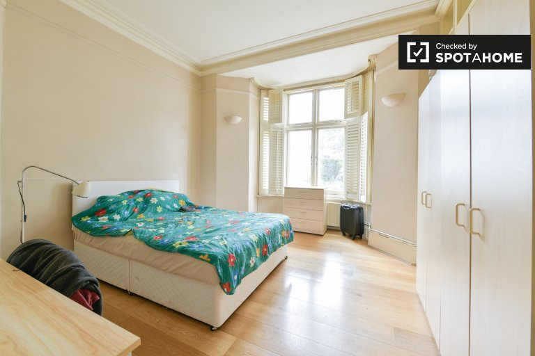 Bright room to rent in Chelsea, London
