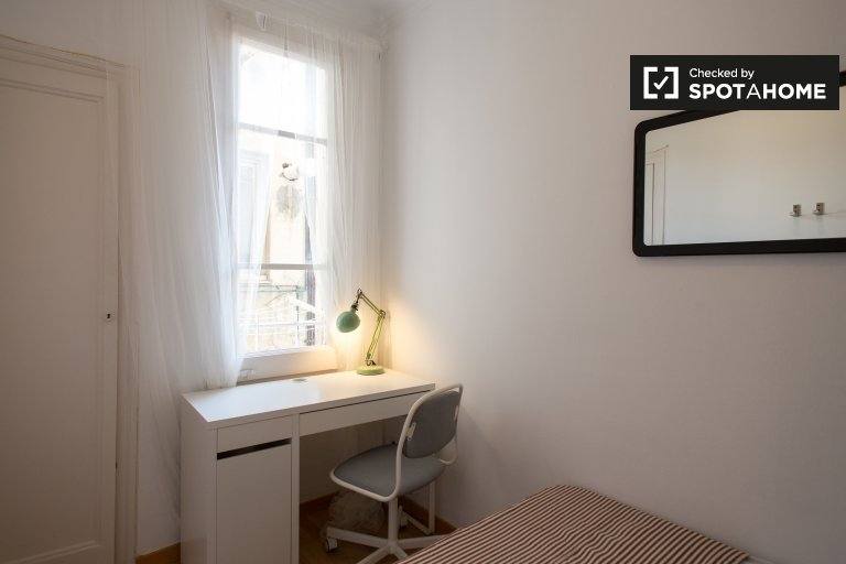 Zimmer zu vermieten in 6-Zimmer-Wohnung in Gracia, Barcelona