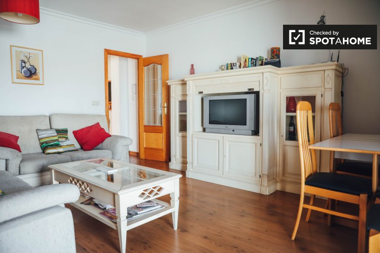 Airy 3-bedroom apartment for rent in Camins al Grau