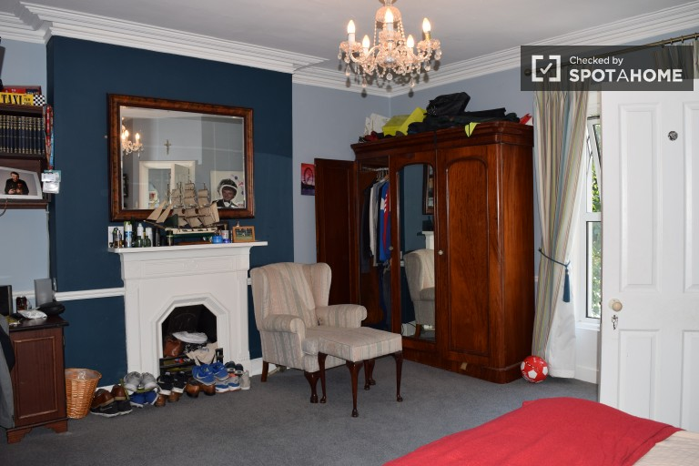 Double Bed in En-suite bedrooms for rent in a deluxe, 5-bedroom house with a garden and games room in Clontarf