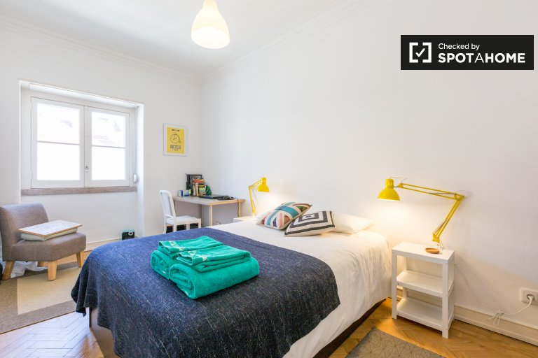 Rooms for rent in 2-bedroom apartment in Arroios, Lisbon