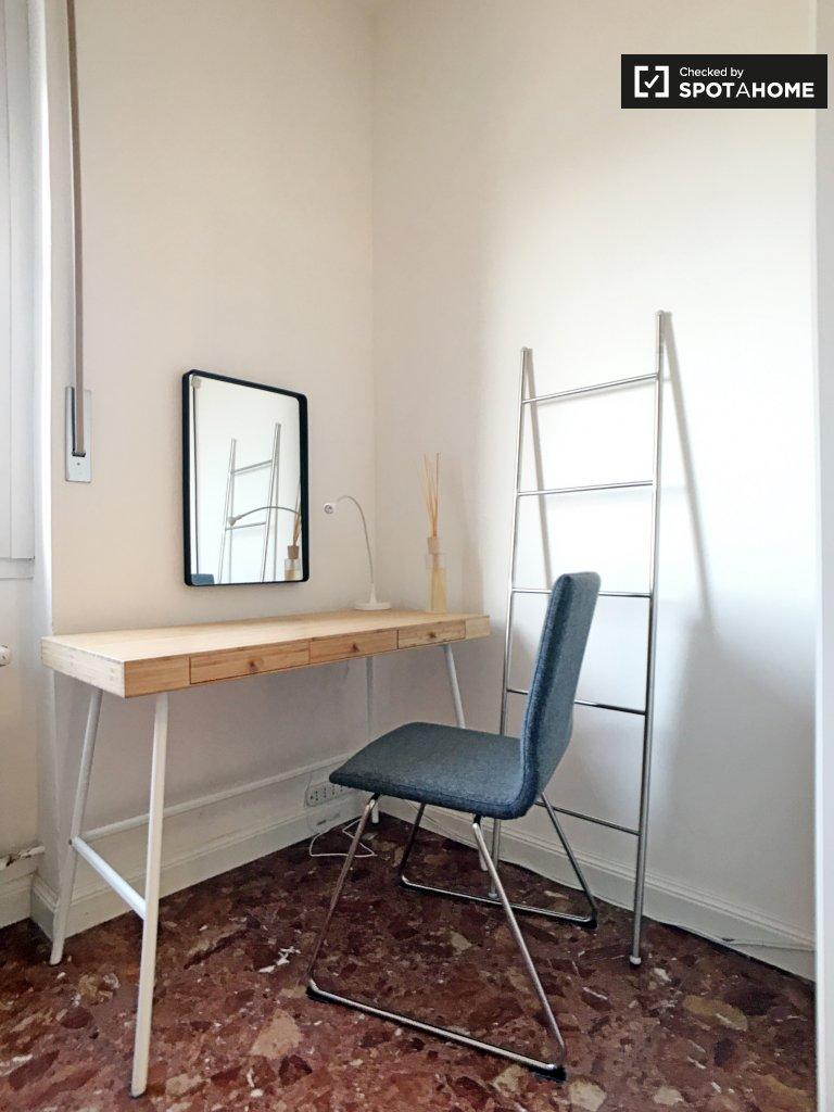 Stanza condivisa in affitto in appartamento con 3 camere da letto a Siesto S. Giovani