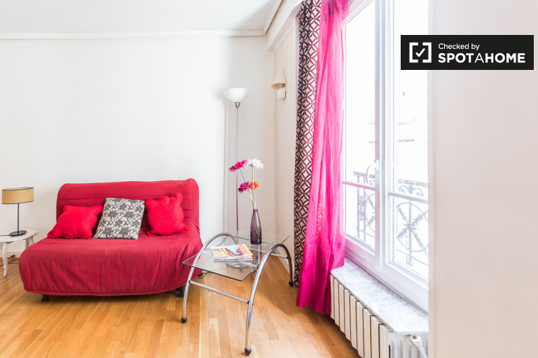 Chic 2-bedroom apartment for rent in Saint Jacques