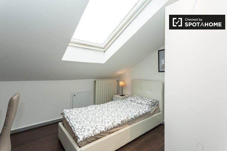 Affori Centro, Milano'da 4 yatak odalı daire içinde kare
